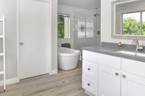 Combien coûte une baignoire à porte pour personne âgée ?