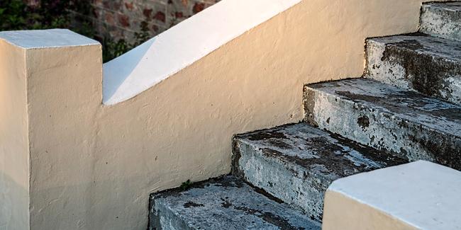 Monte-escalier extérieur : spécificités, contraintes, solutions