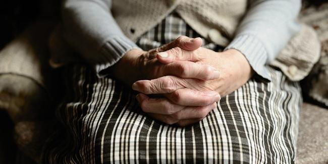 Peut-on souscrire une mutuelle santé en maison de retraite ? Quels avantages ?